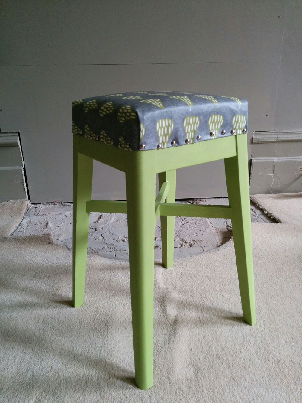 The kitchen stool makeover - end result
